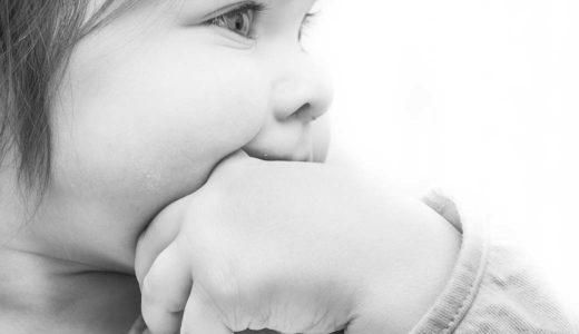 生後3ヶ月の赤ちゃんの指しゃぶりはやめさせたほうがいい?手荒れや歯並びへの対応は?